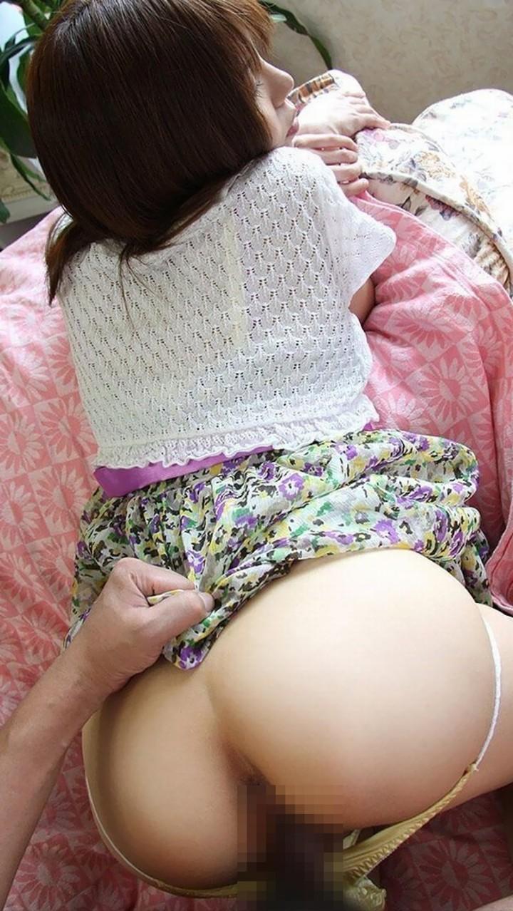 【セックスエロ画像】突けば心地よい響きと締まりw尻穴も丸見えのバック性交(*´Д`)