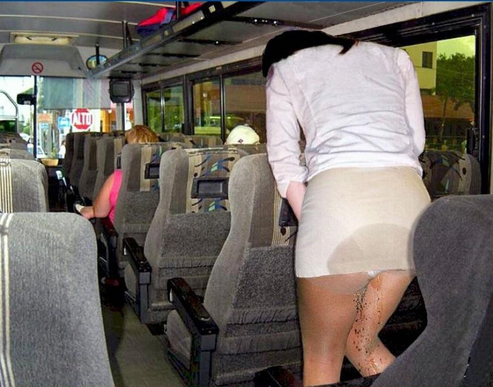 【放尿エロ画像】大人なら絶対に避けたい…恥ずかしすぎる着たままお漏らし(゜ロ゜ノ)ノ