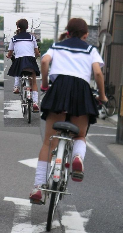 【パンチラエロ画像】強風もあれば時に丸見えw自転車女子の颯爽たるパンツ出し(;´Д`)