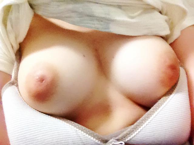 【自撮りエロ画像】寒い時期にアツくなれる乳提供w体暖まる女神の自撮りおっぱい(*´Д`)