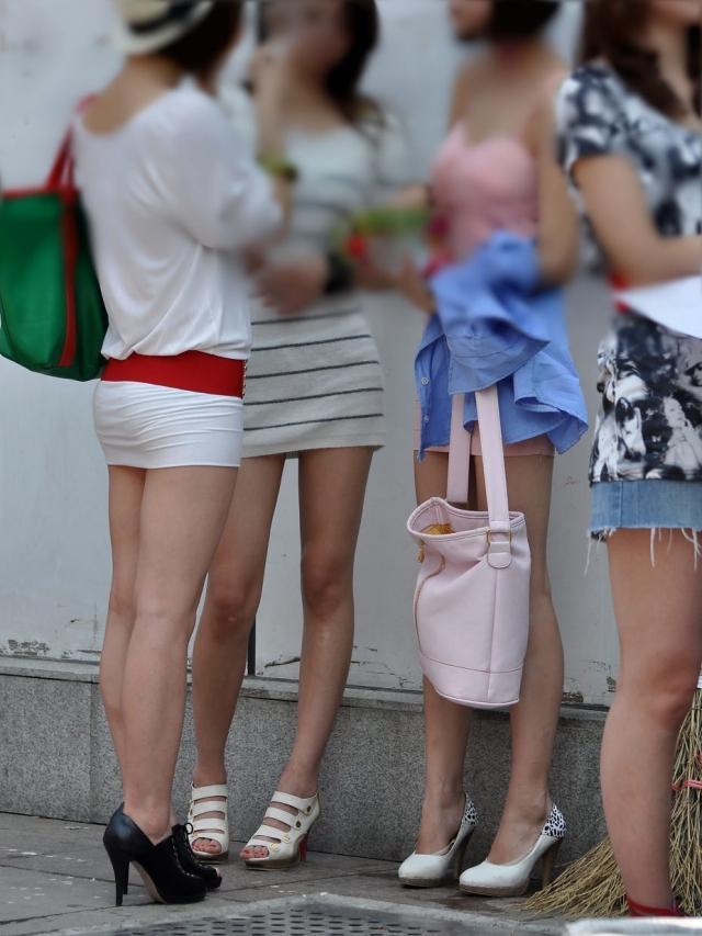 【美脚エロ画像】パンツの前にここは見ないと…ムッチリがたまらない今時の街角美脚(;´Д`)