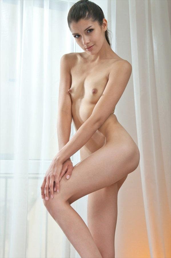 【海外エロ画像】外人=巨乳は早計wちっぱいでも妖精みたいなスレンダー美女(;´Д`)