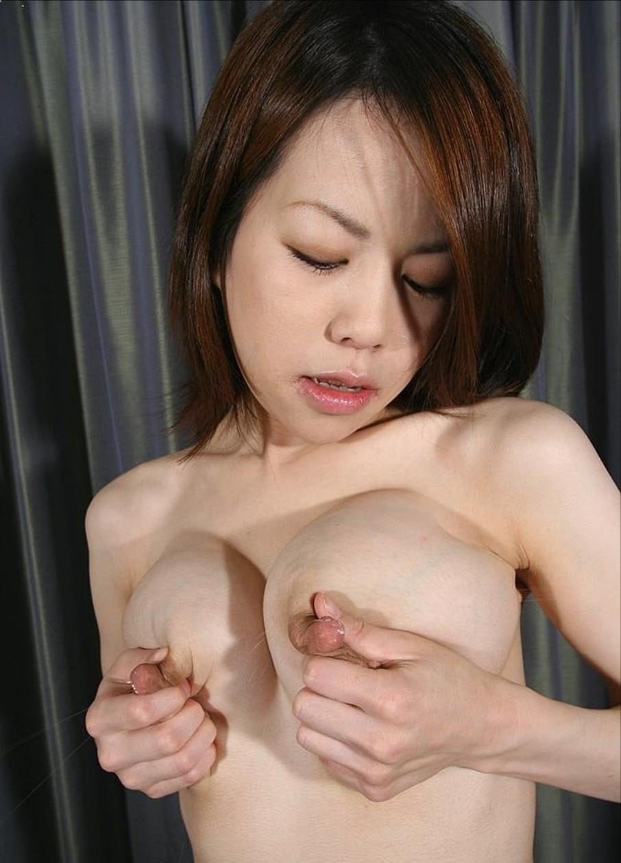 【母乳エロ画像】軽く搾るだけでも溢れるミルク…暴走気味なママの母乳(*´д`*)