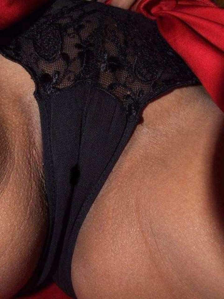 【マンスジエロ画像】なぞれば軽く悶絶w食い込ませ過ぎて浮かんだ股間のあの線(*´д`*)