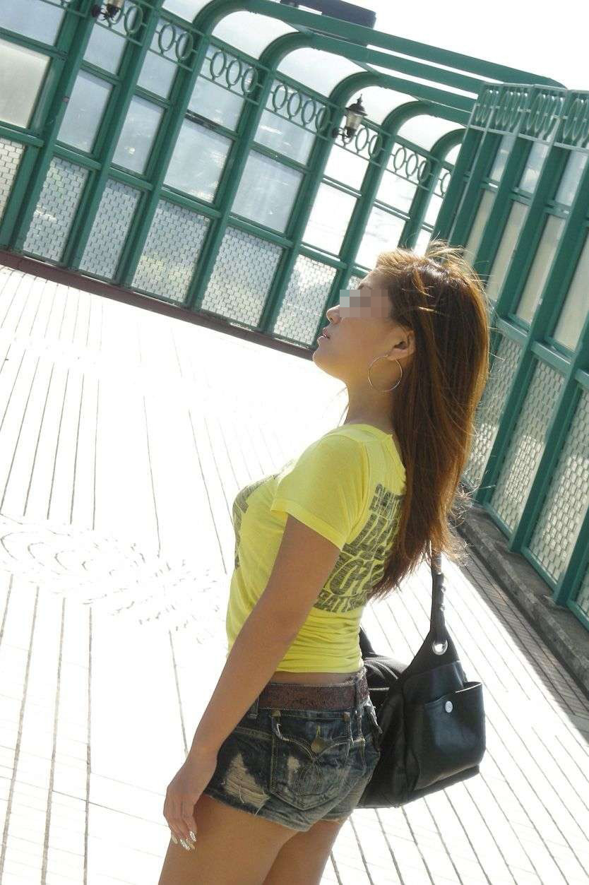 【巨乳エロ画像】乳袋には丸さも重要な街角の着衣巨乳を無差別撮り(*´д`*)