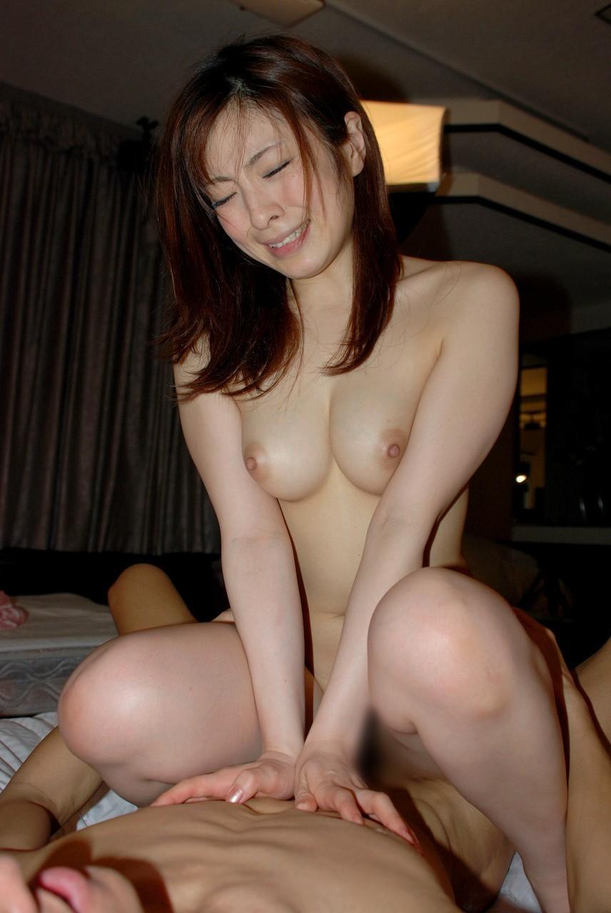【性交エロ画像】下なのに腰が凄く動かせるw女主導とは限らない騎乗位セックス(;´Д`)