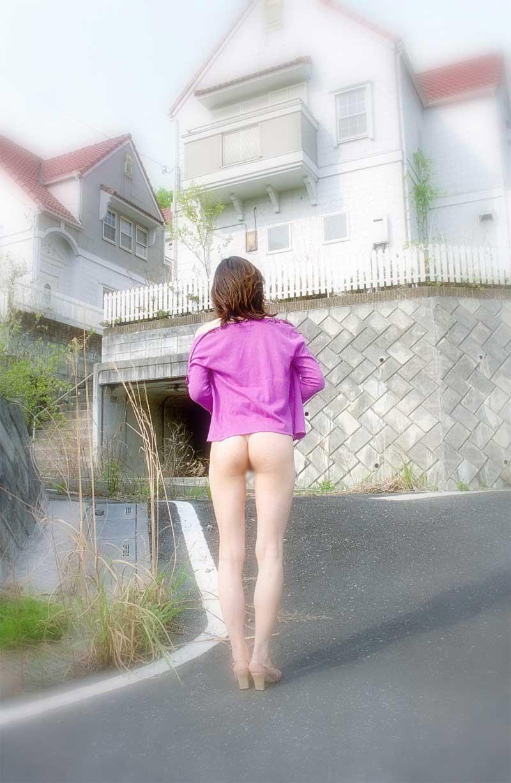 【露出エロ画像】脱ぎたくなったら即プレイ!淑女の変態アピールな露出行為(*´Д`)