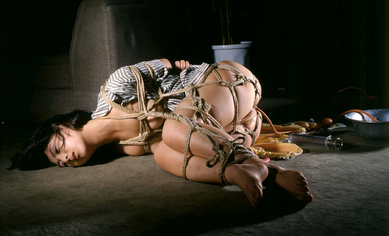 【SMエロ画像】お腹苦しい…大噴射のお楽しみが待ち遠しい大量浣腸プレイ(*´Д`)