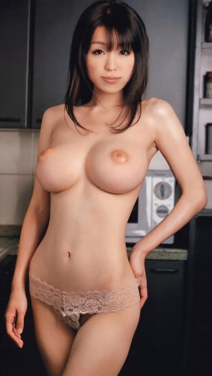 【乳首エロ画像】吸ったら出るのか!?早めになんとかするべき陥没乳首(*´Д`)