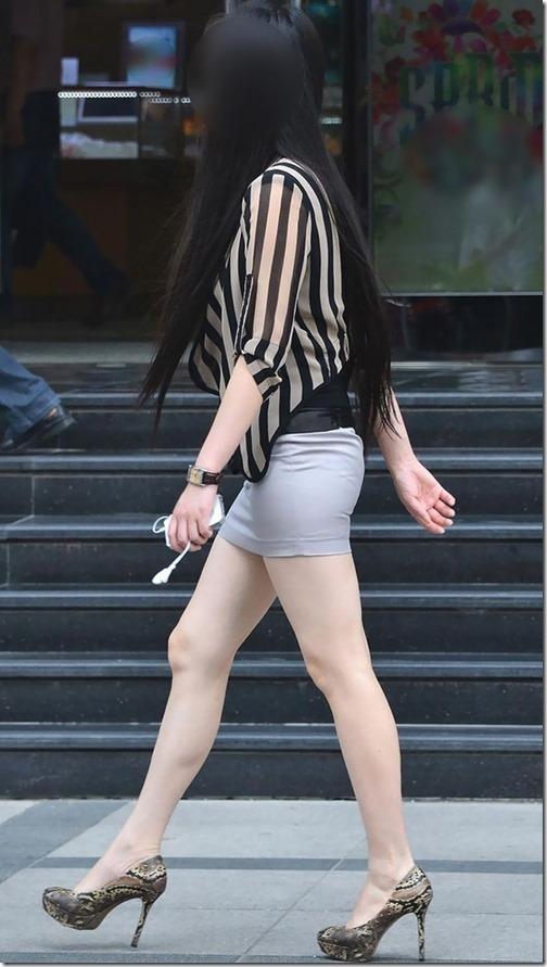 【街撮りエロ画像】 太ももが魅力的でセクシーな美脚の女性たち!!!