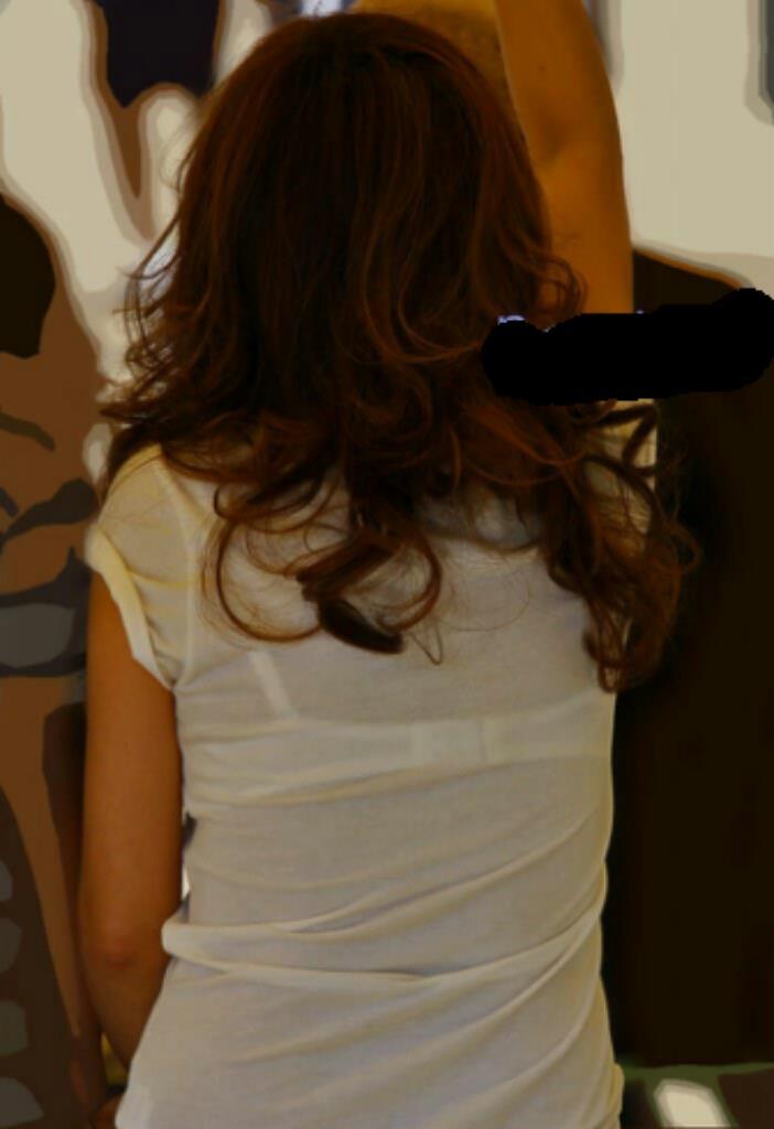 【透けブラエロ画像】浮いたホックで正面も想像がつくw見せ状態でも惹かれる透けブラ女子(*´д`*)