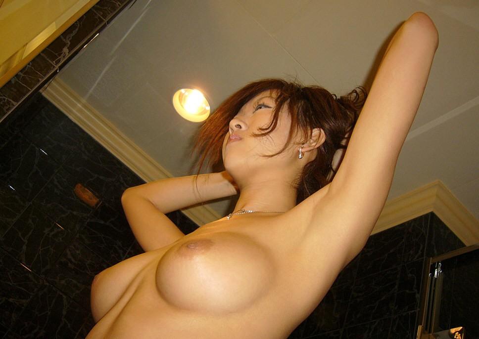 【腋フェチエロ画像】ちょっと生えてても大丈夫w舐めたい美女の腋の下(*´Д`)