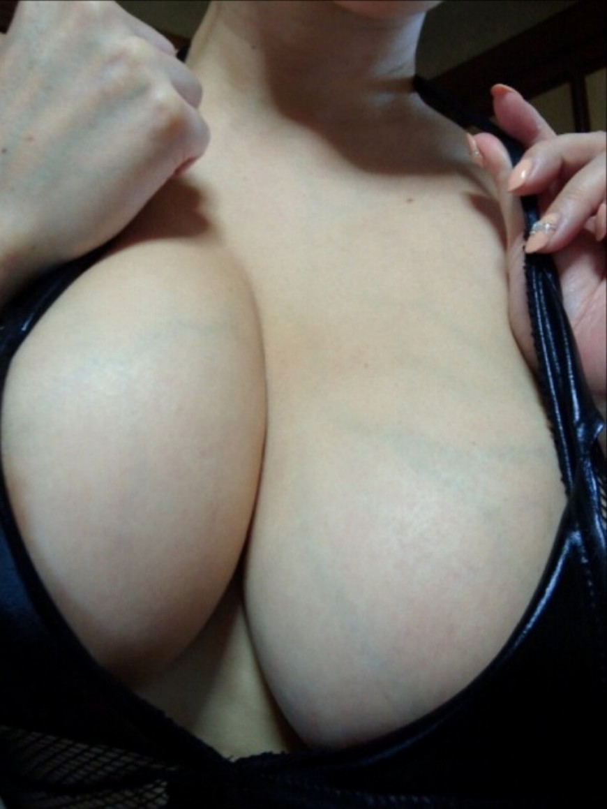 誰もが好物な巨乳の胸の谷間画像 part29