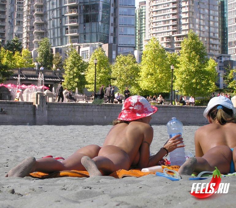 【海外エロ画像】どこ見ても生乳w一生に一度は行きたいヌーディストビーチ(*´Д`)