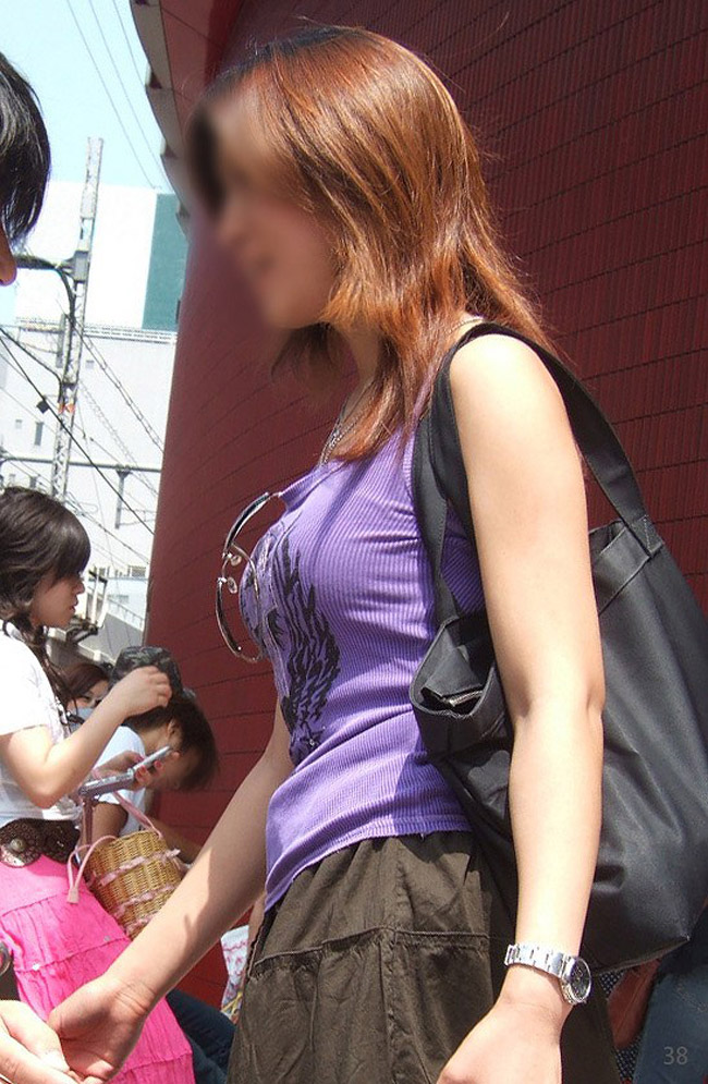 【巨乳エロ画像】脱いだらもっと凄いか確かめたい!通りすがりで終わらせるのが惜しい街の巨乳ちゃん(;´Д`)
