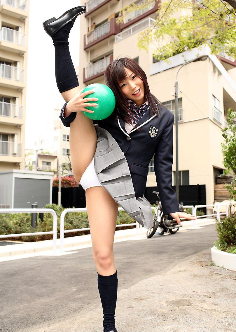 【軟体エロ画像】目指せ180度!開きが大きいほどにそそる軟体女子の開脚股間(*´Д`)