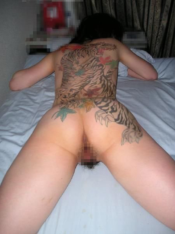 【海外エロ画像】気にせずヤれる?綺麗な裸体に消えない刺青刻んだ外人さん(゜ロ゜ノ)ノ