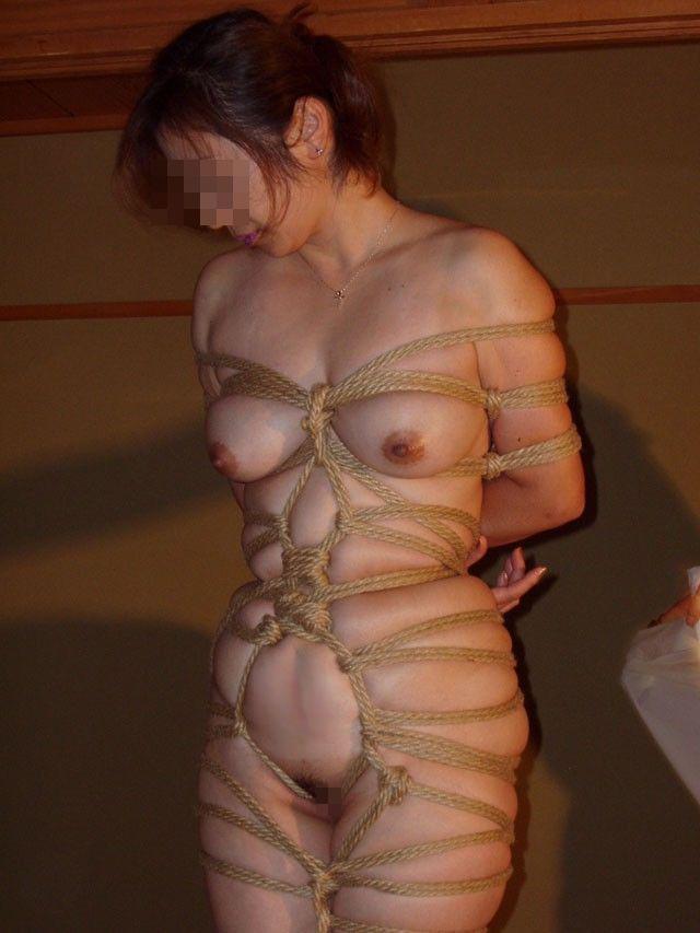 【SMエロ画像】彼氏に強引に縛られて…今ではすっかり癖になったM女の緊縛姿(;´Д`)