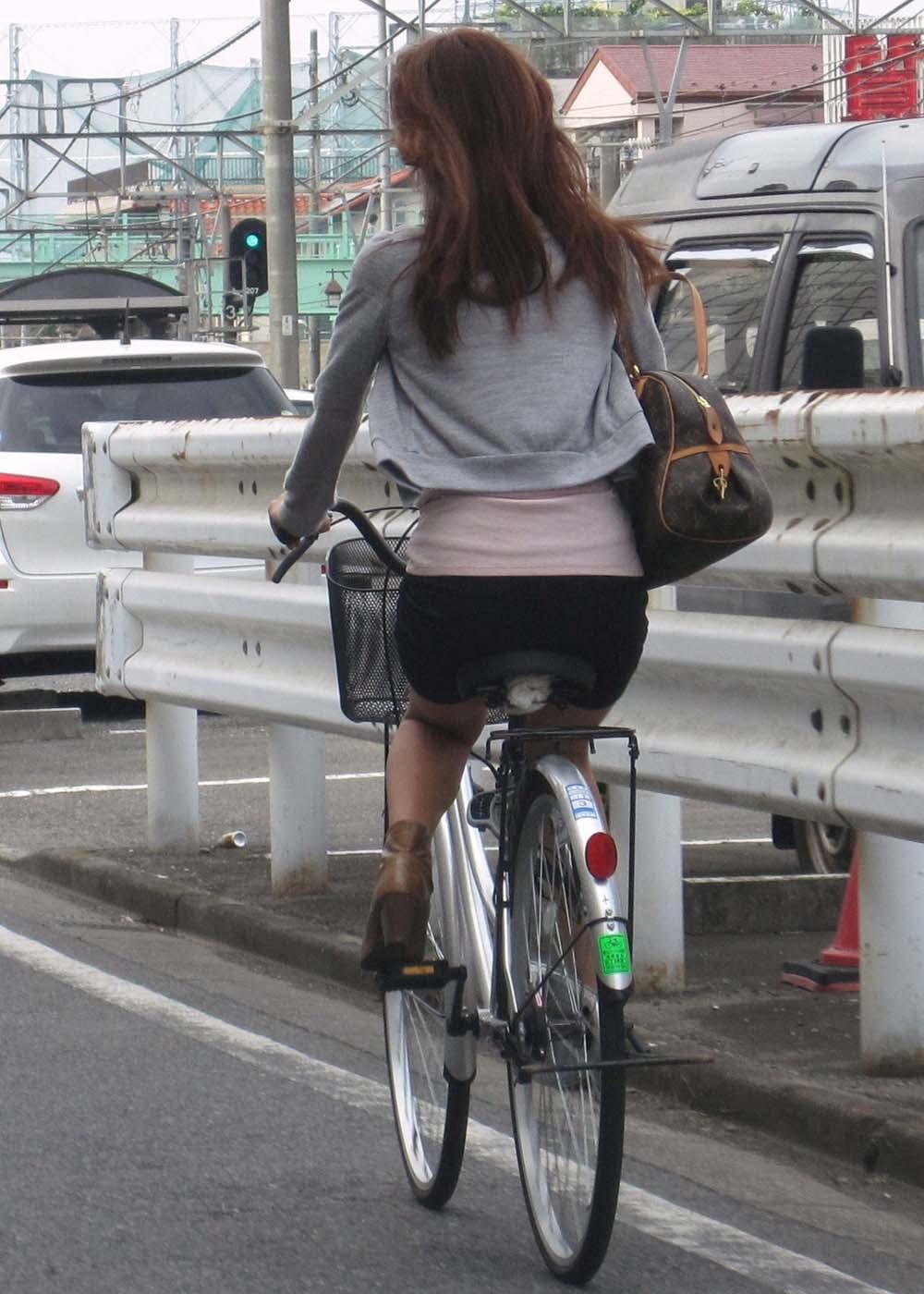 【着尻エロ画像】サドルに乗り移ってみたい…そそられる自転車乗った女尻(*´Д`)