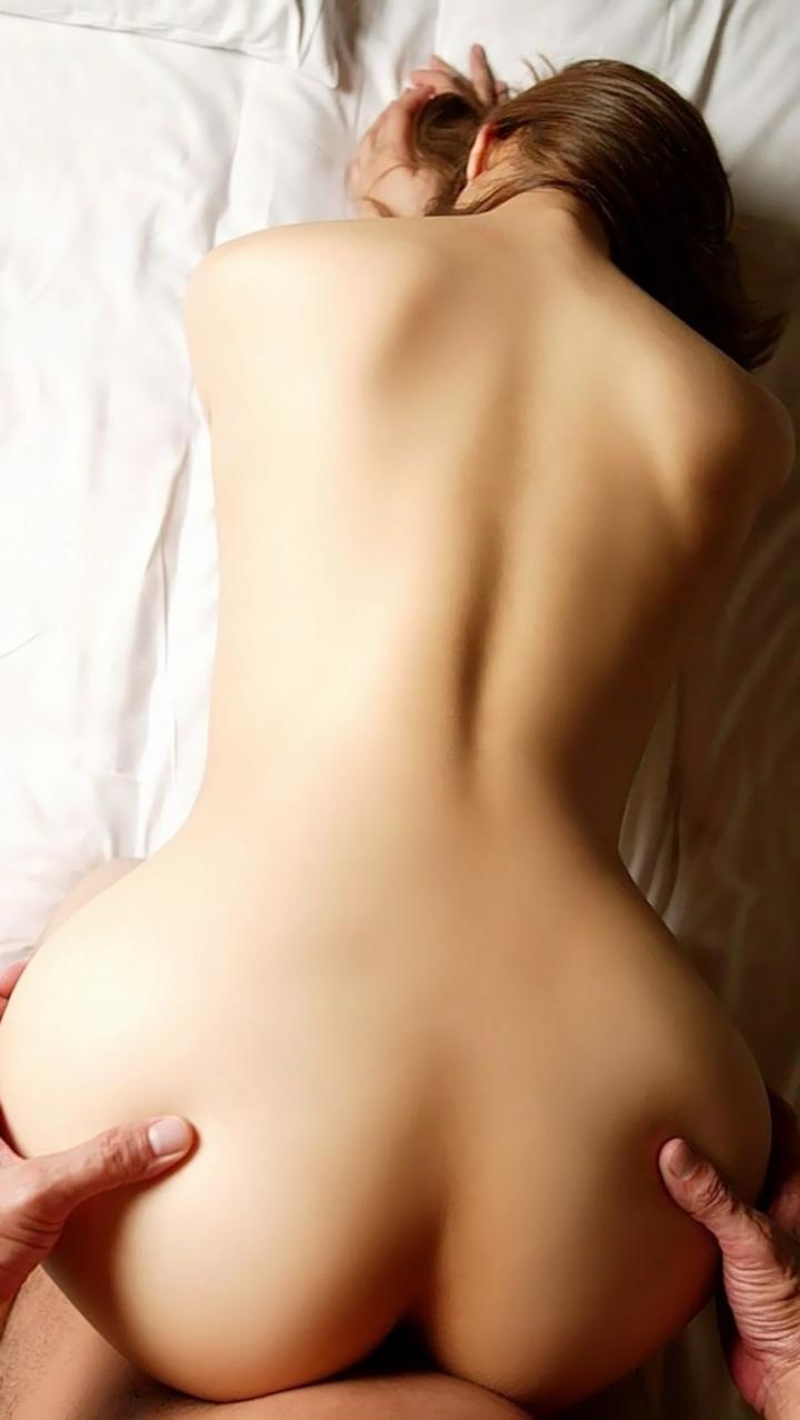 【セックスエロ画像】最も楽にイカせられる体位wバックで後ろ向きの尻に鬼突き(;´Д`)