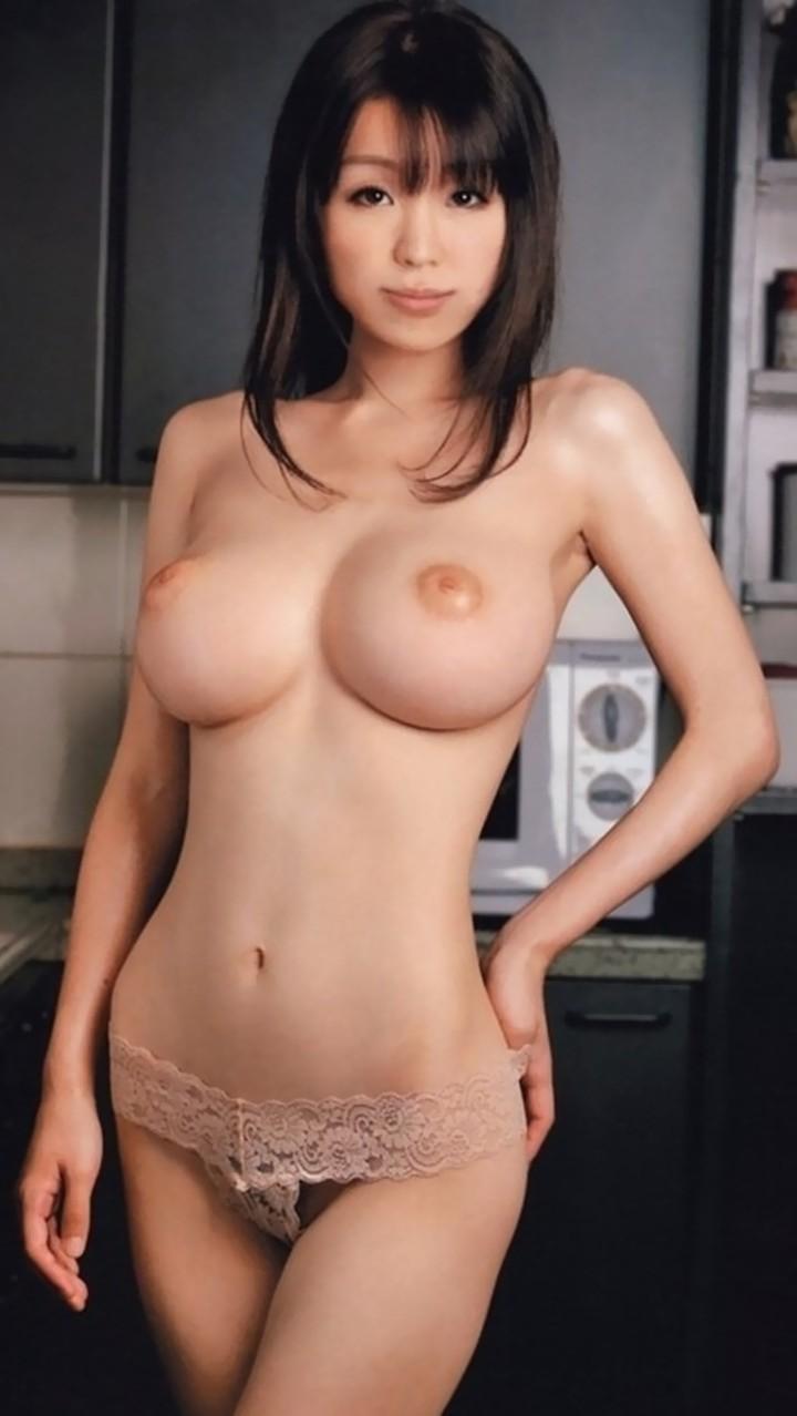 【乳首エロ画像】果たして表に出てくれるのか…努力次第の陥没乳首(*´Д`)