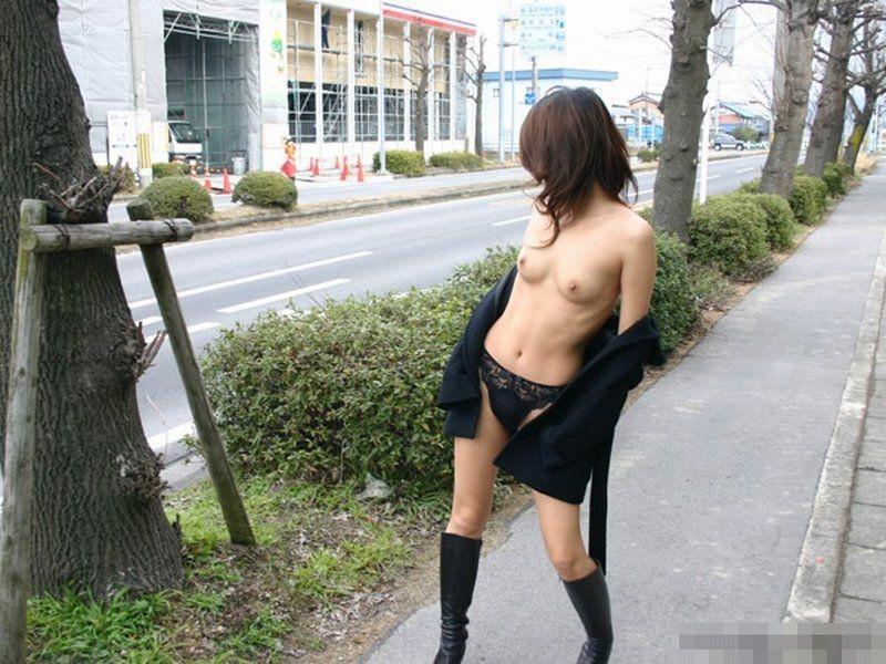 【露出エロ画像】みんな恥知らずw何もかも丸出しにした変態淑女のプレイ現場(;´Д`)