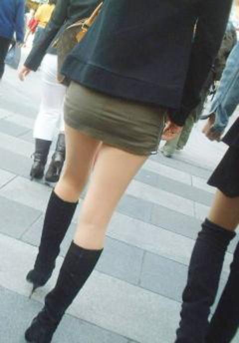 【美脚エロ画像】この格好ってだけで期待しちゃうw美脚もたまらぬ街行くミニスカ女性(;´Д`)