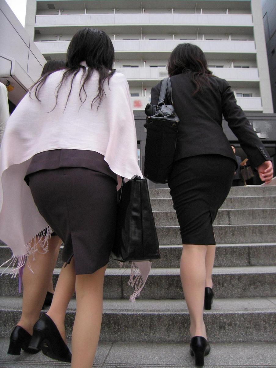 【OL着エロ画像】敷かれてもいいボリュームな…制服OLさんの極ムッチリ尻撮り(*´Д`)