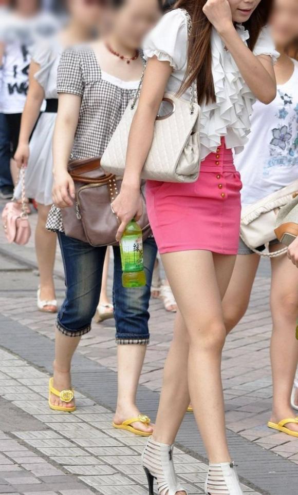 【ミニスカエロ画像】ミニスカ大好きな男子の為のスカートから見える美脚とたまにお尻がエロすぎる!!!
