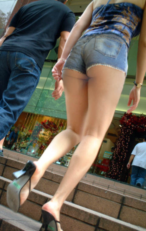 【ショーパンエロ画像】春よ早く!生脚状態が凄まじくそそるショーパン街撮り(*´Д`)