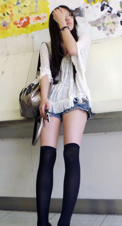 【太ももエロ画像】お姉さんの綺麗な脚はエロ目線でガン見しちゃうよな!!!
