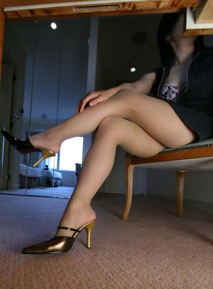 【ヒール美脚エロ画像】鋭いヒールがよく似合う美脚には踏み付けを希望(;´Д`)