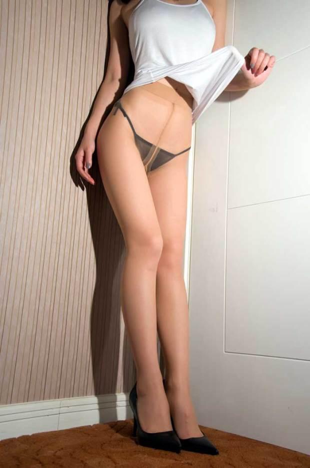 【美脚エロ画像】これは見ておかなくちゃいけない綺麗なお姉さんの美脚画像!!!