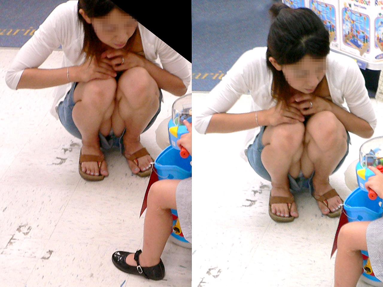 【ママチラエロ画像】見せやすいから激熱!街角ママさんの丸見えパンツ(*´Д`)