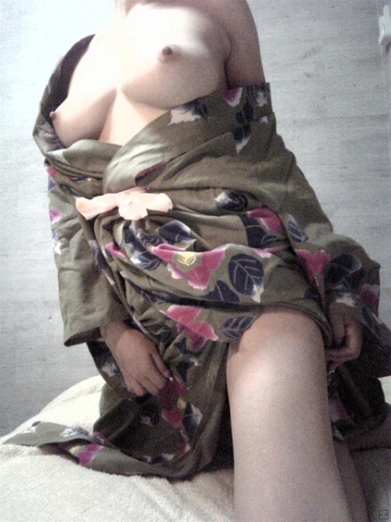 昔の人はフル勃起した浴衣・和服のおっぱい画像 part5
