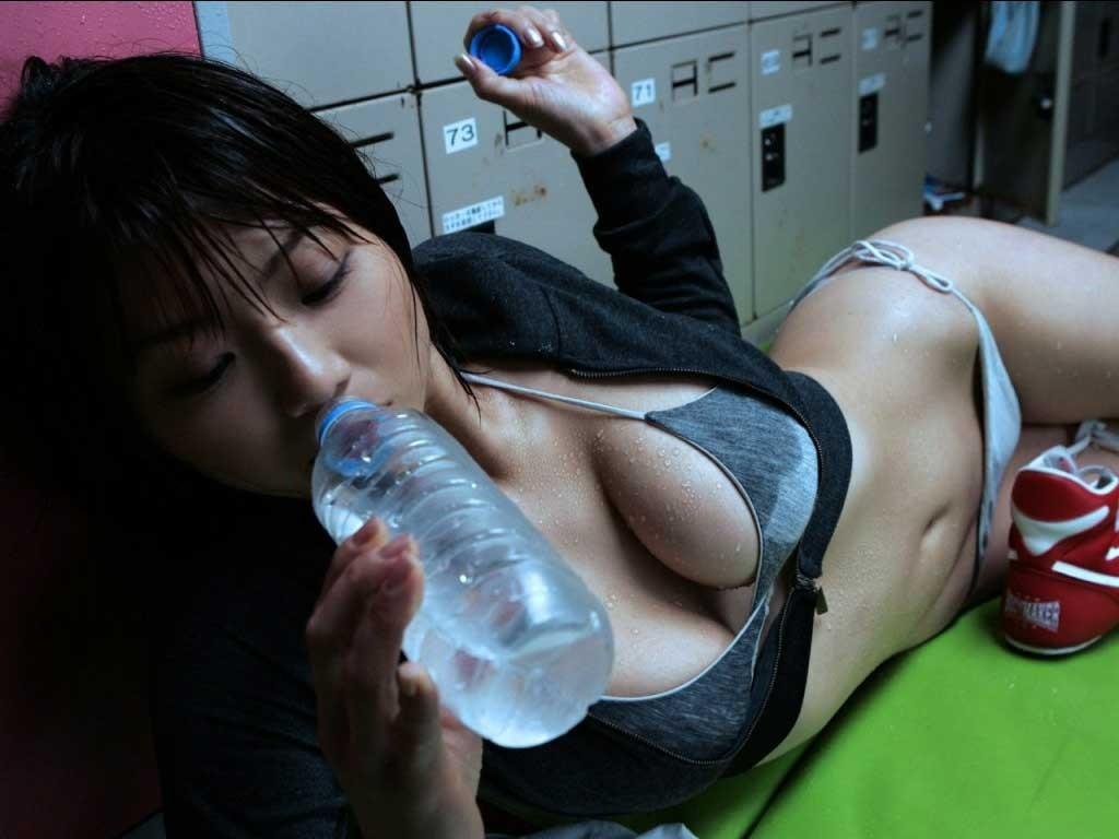 【飲食女子エロ画像】そういう意識あります?口淫と思っちゃいそうな女の咥え姿(*´д`*)