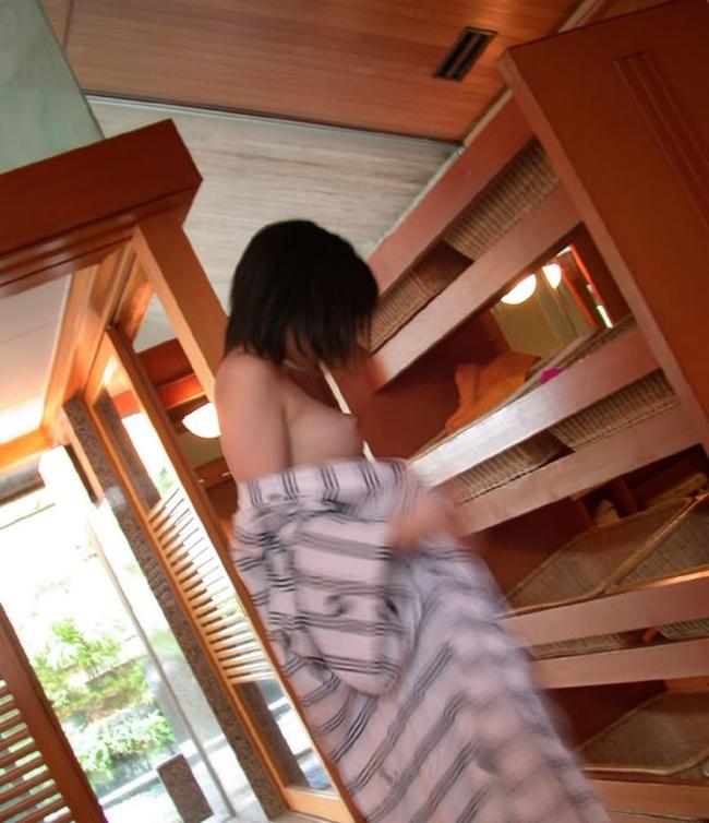 【脱衣所エロ画像】禁断の園、脱衣所!洗う前の生々しい女体が露わに(*´д`*)