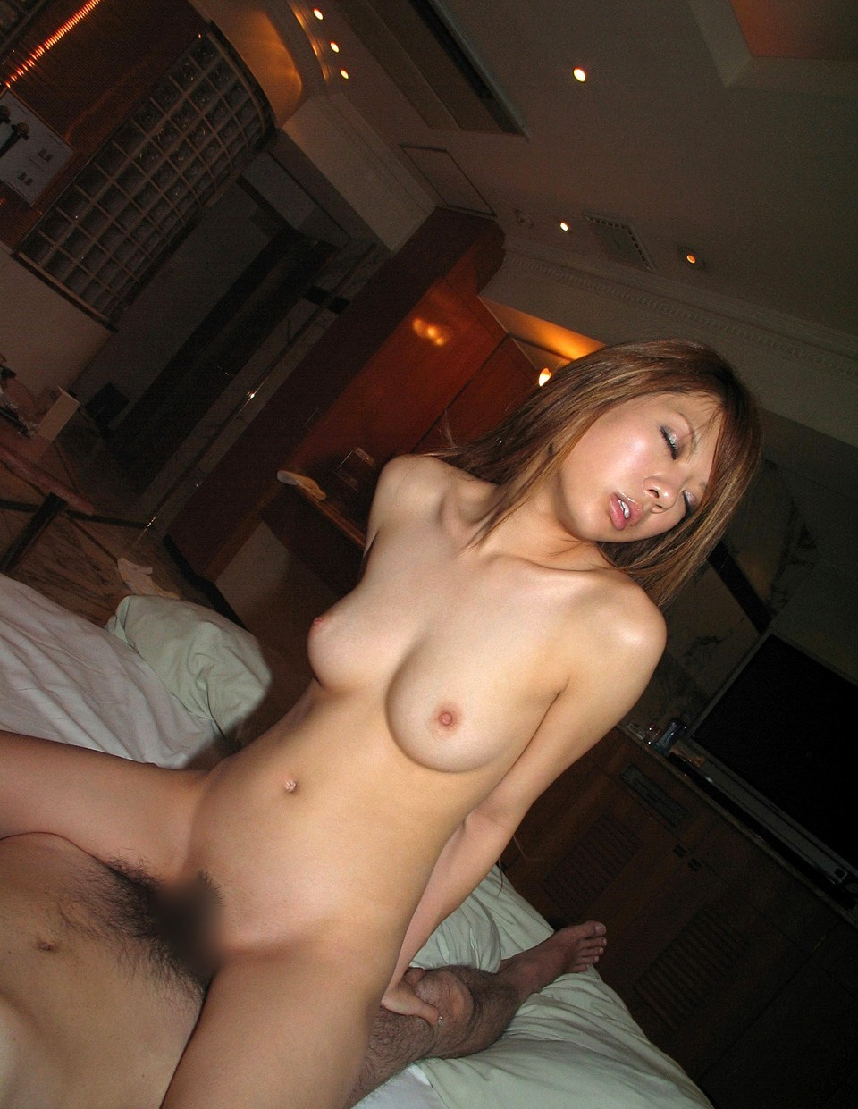 【性交エロ画像】女子も時には頑張りますw腰使いが重要な女上位セックス(*´Д`)