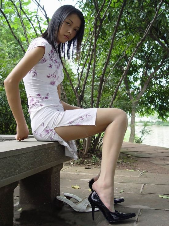 【コスプレエロ画像】スリットの深さで価値が変わる!美脚際立つチャイナドレス(*´Д`)