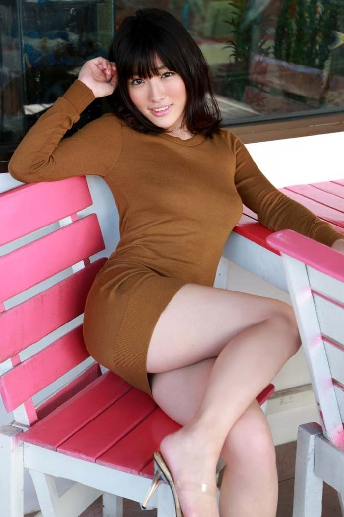 【着胸エロ画像】巨乳が目立っちゃう…ボインなら着るべきニット・セーターで乳袋(*´д`*)