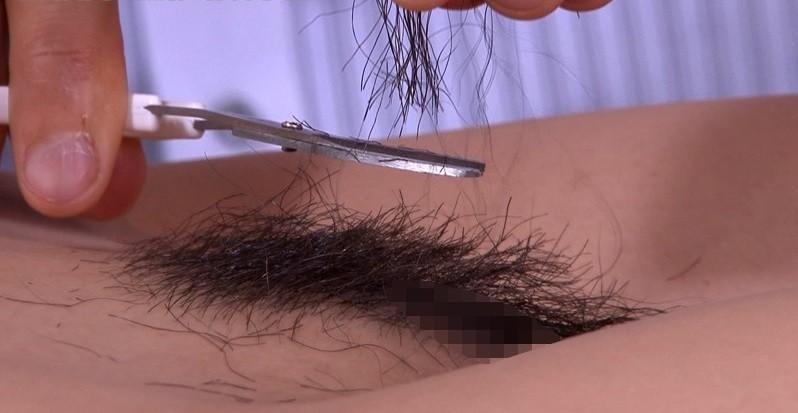 【剃毛エロ画像】パイパンへの通過儀礼!毛根まで処理すべきの剃毛作業に密着(*´д`*)