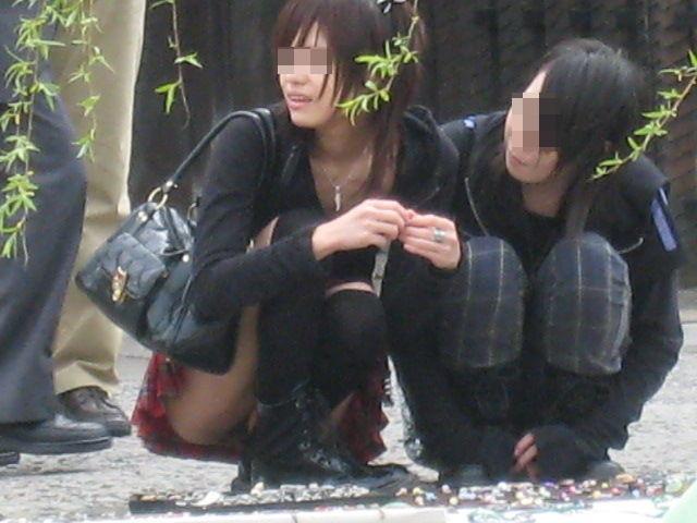 【パンチラエロ画像】花見に行こう!上じゃなくて下に開いた股の花が目的で(*´д`*)