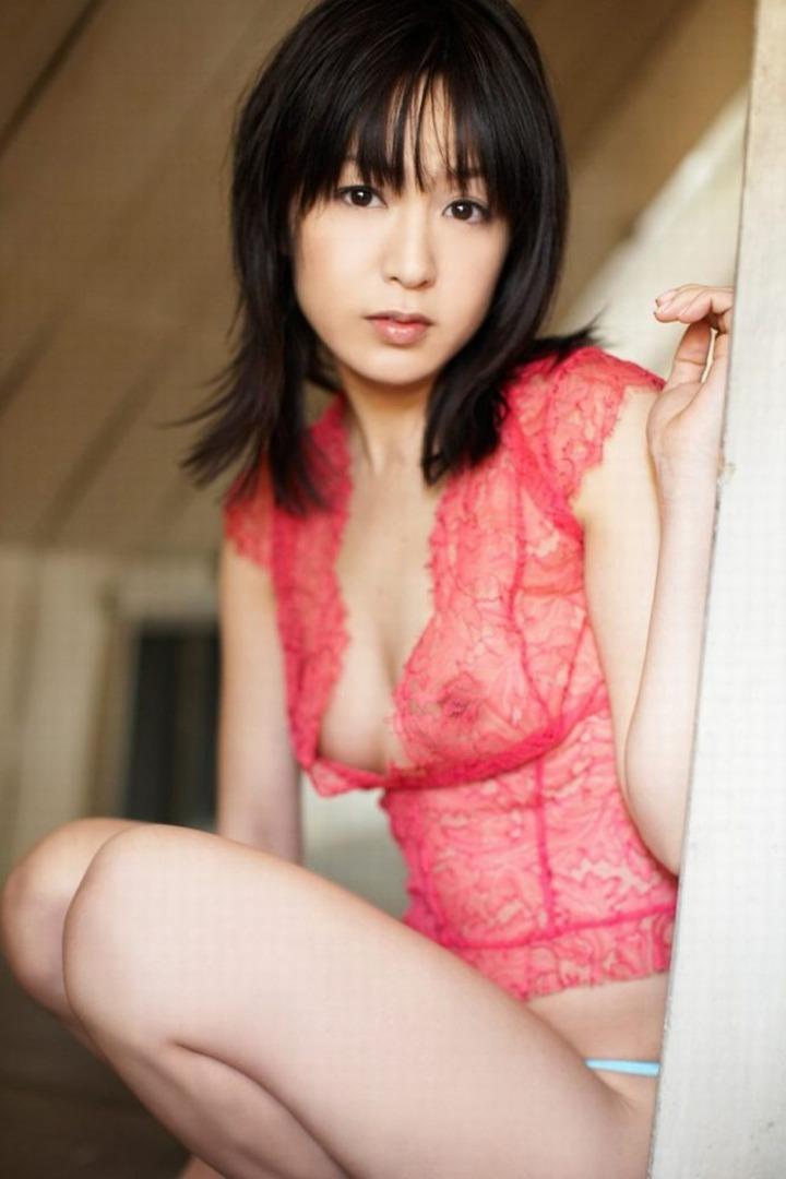 【下着エロ画像】うっすら見えるぞ欲しそうな乳首が…ヤらない筈がないシースルー下着(*´Д`)