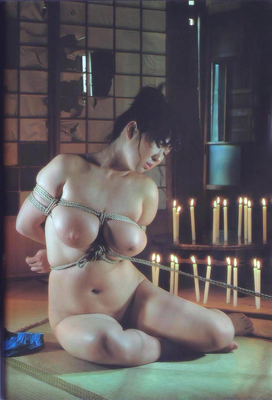 【緊縛エロ画像】大きく見えるけど苦痛w縛られて卑猥さ増したおっぱい(*´Д`)