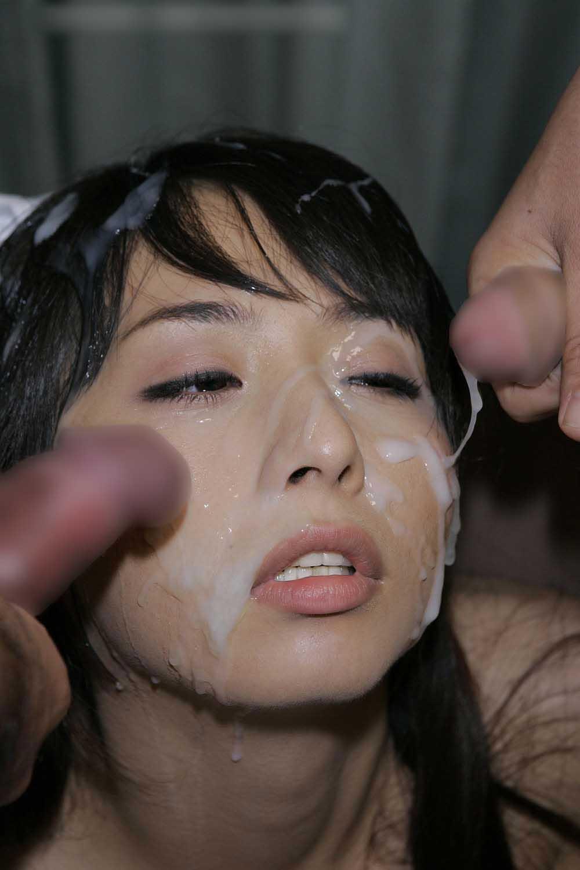 【顔射エロ画像】セックスの最後に一度ぐらいはやってみたい女の子の可愛い顔にザーメンをぶっかけたいwww