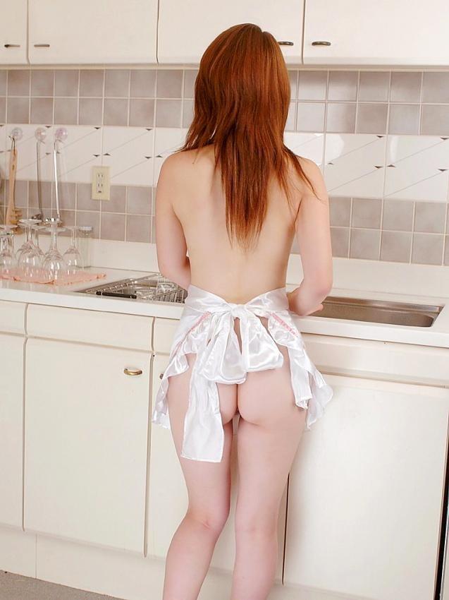 【裸エプロンエロ画像】ハミ乳モロ尻でお出迎え!飯前に襲うだろうって裸エプロン女子(;´Д`)