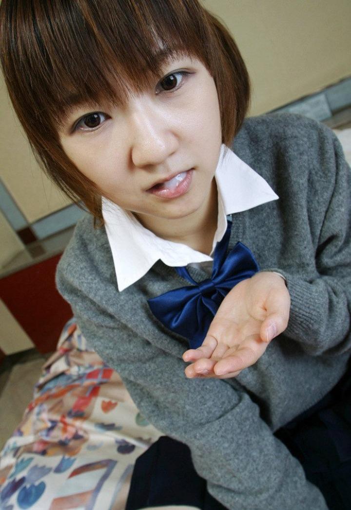 【精液と女エロ画像】飲めるなら飲んで欲しい…口でザー汁弄ぶネバスペ女子(*´Д`)