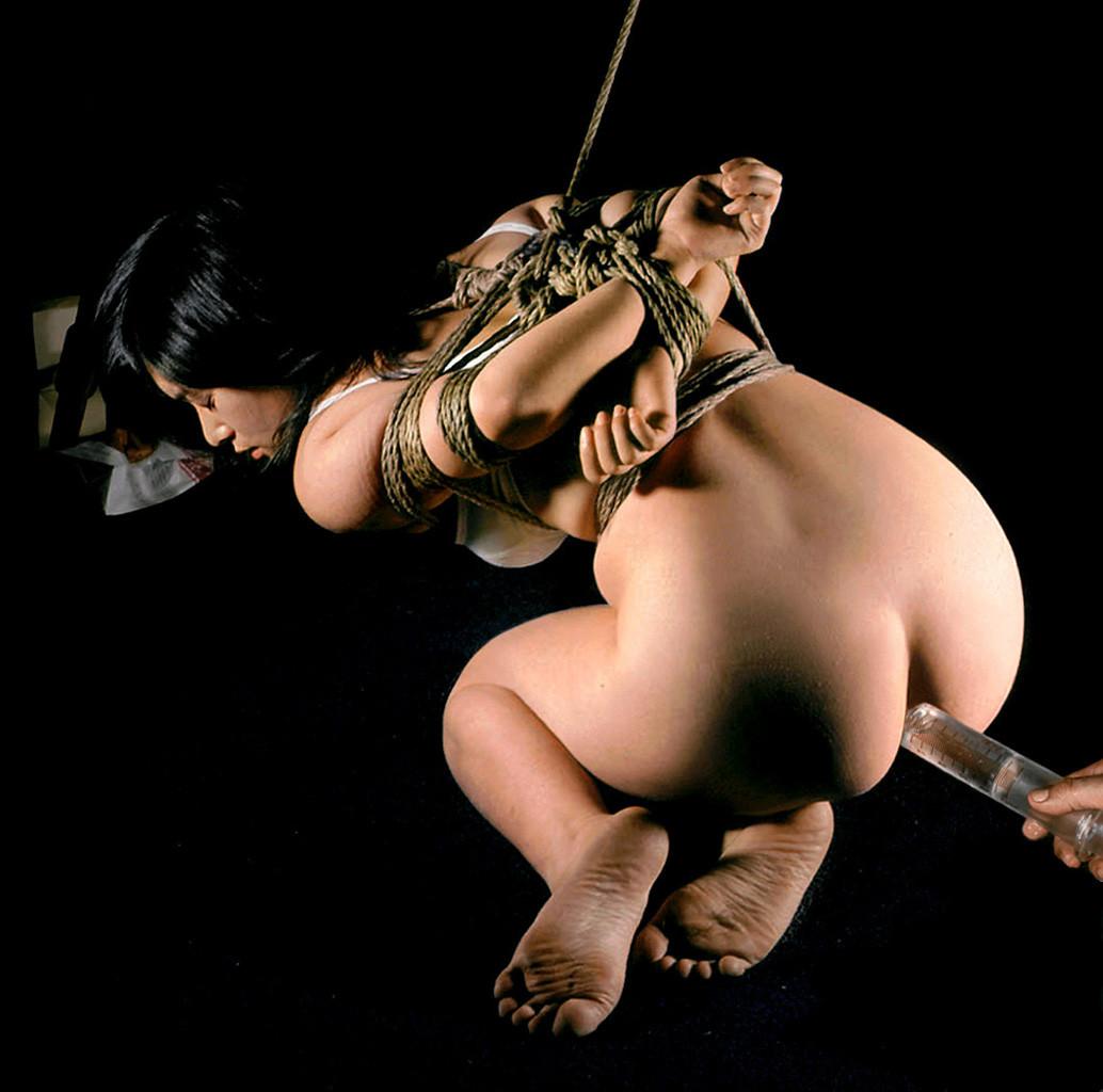 【SMエロ画像】スッキリするけど一生モノの恥…鞭よりイタい大量浣腸責め(゜ロ゜ノ)ノ