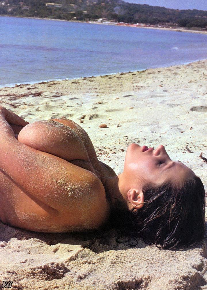 【海外エロ画像】日替わりでおっぱい見放題!永住してみたいヌーディストビーチ(;´Д`)