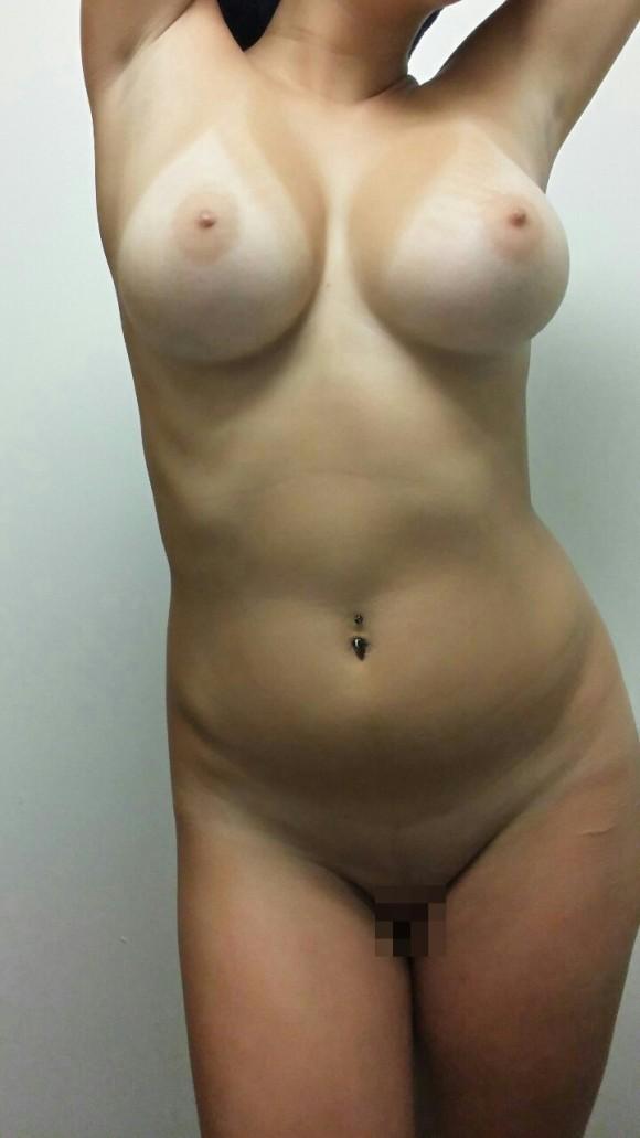 乳房に日焼け跡つけた白人さん画像 part9